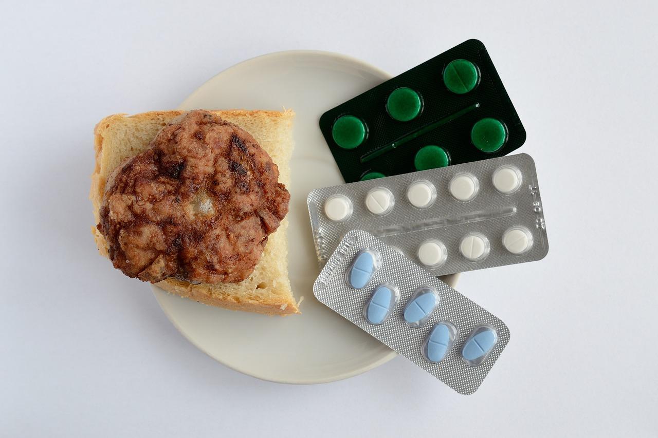 medycyna-suplementy-diety-do-posilku-tabletki-witaminy-dieta