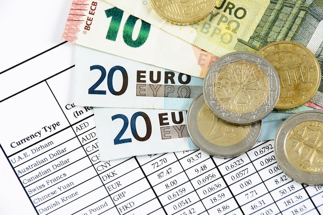 biznes-kantor-kursy-walut-pieniadze-waluty-sprzedaz-kupno