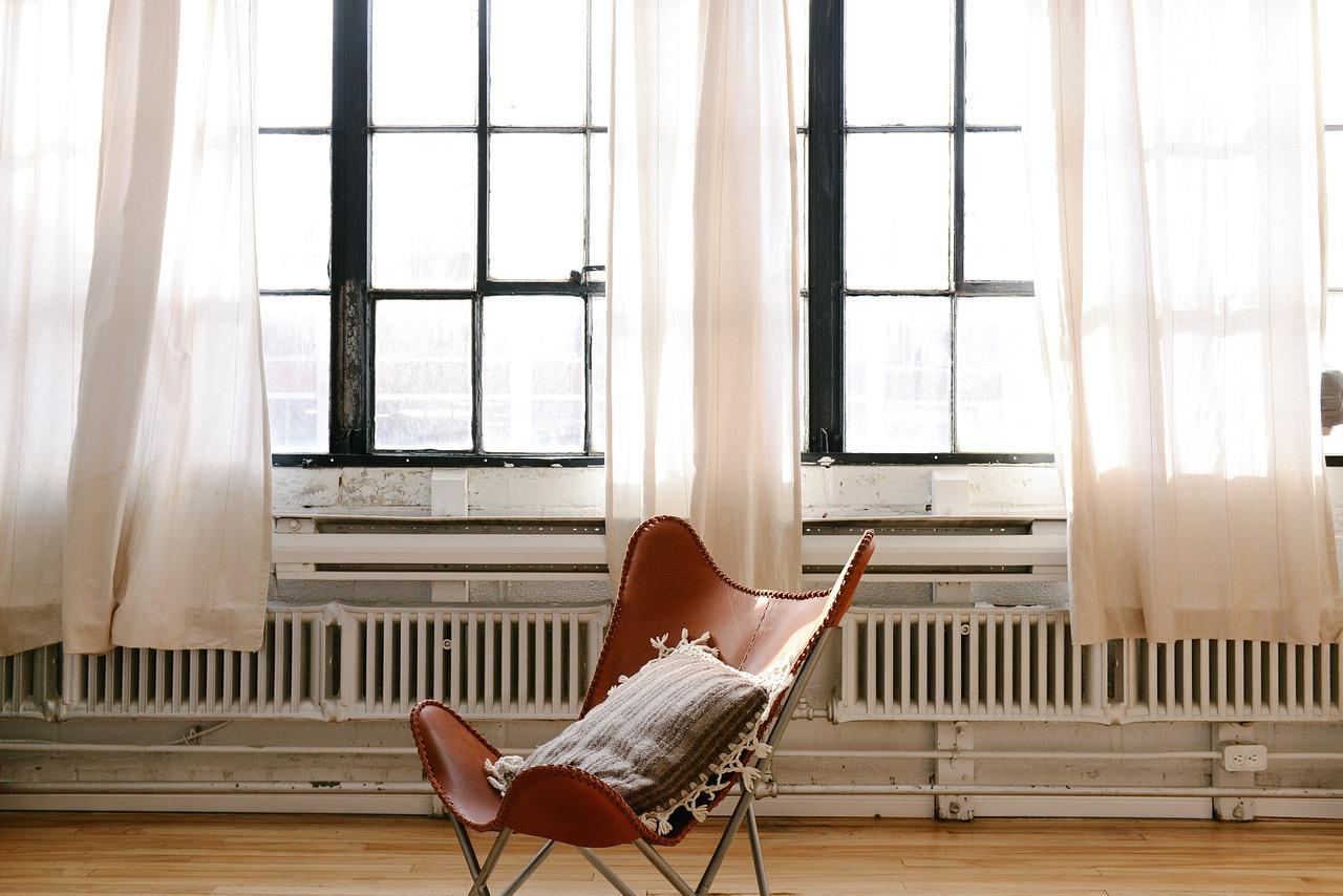 dom-firany-zaslony-okna