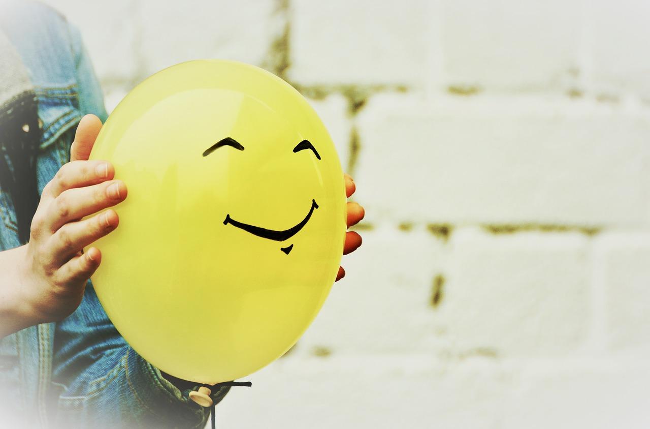 psychologia-usmiech-pozytywne-myslenie-szczescie