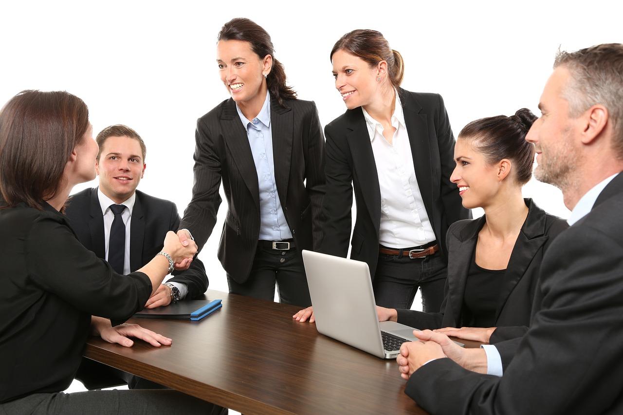 biuro-rachunkowe-doradza-podtakowy-doradzca-finansowy-spotkanie-biznesowe