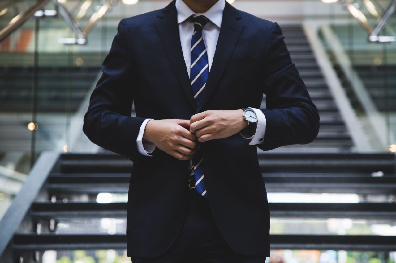 elegancja-garnitur-krawat-moda-styl