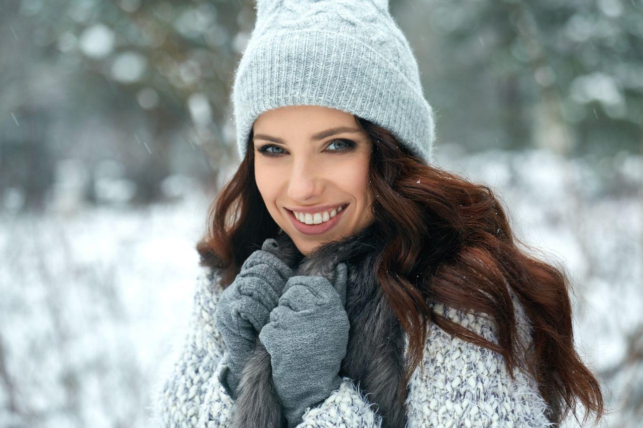 zima-kobieta-moda-czapka-szalik-01