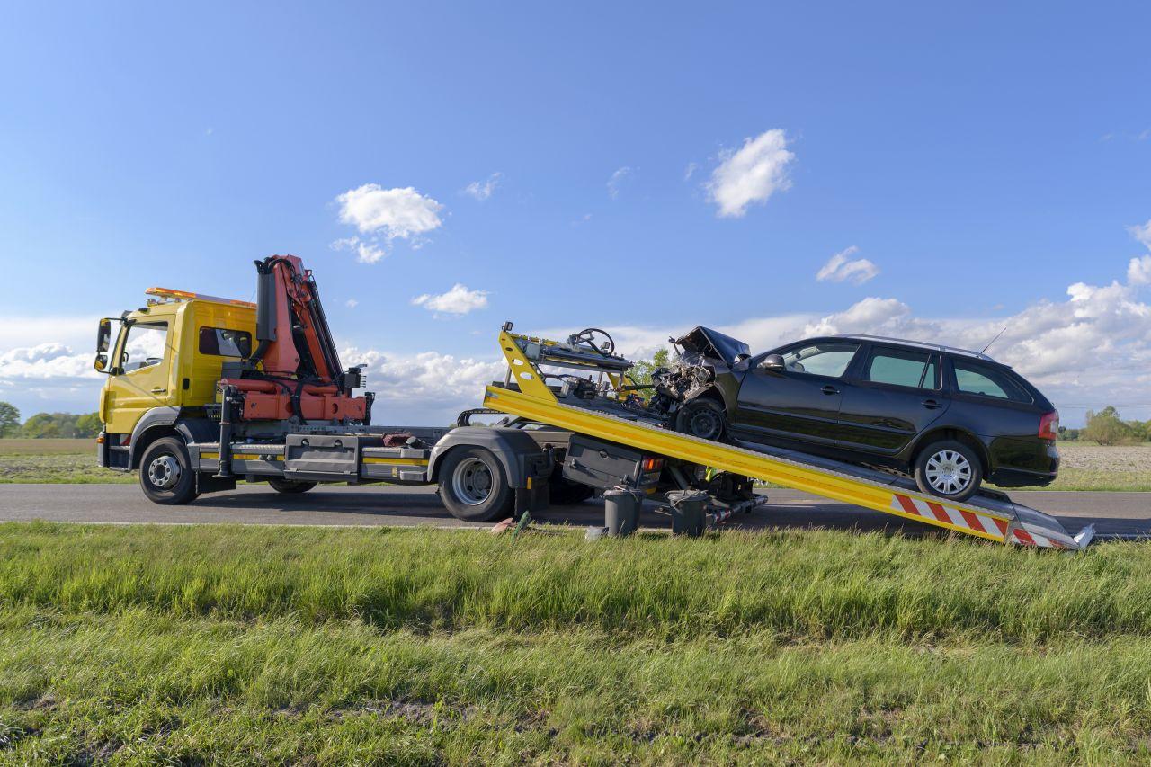 laweta-wypadek-kasowanie-pojazdu-skup-aut