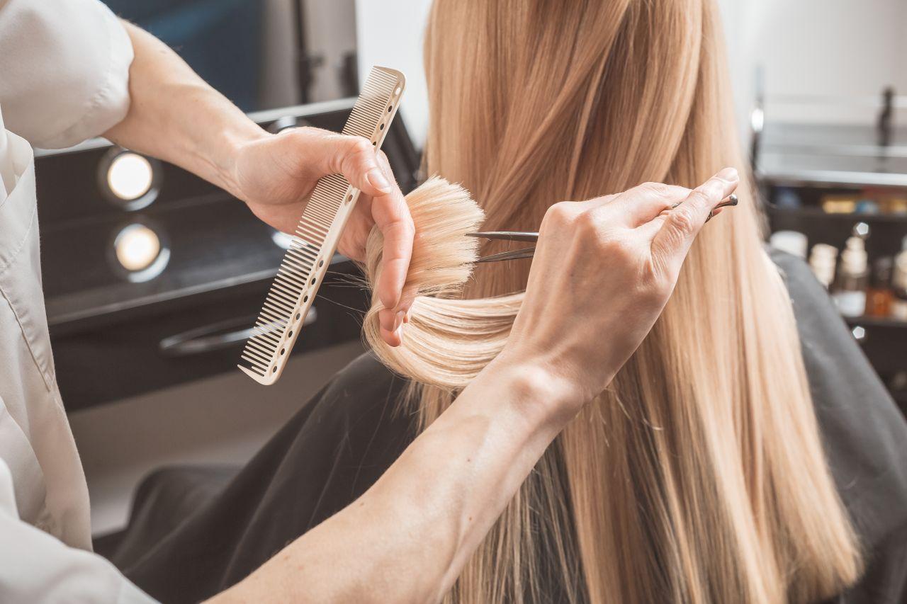 fryzjer-nozyczki-grzebien