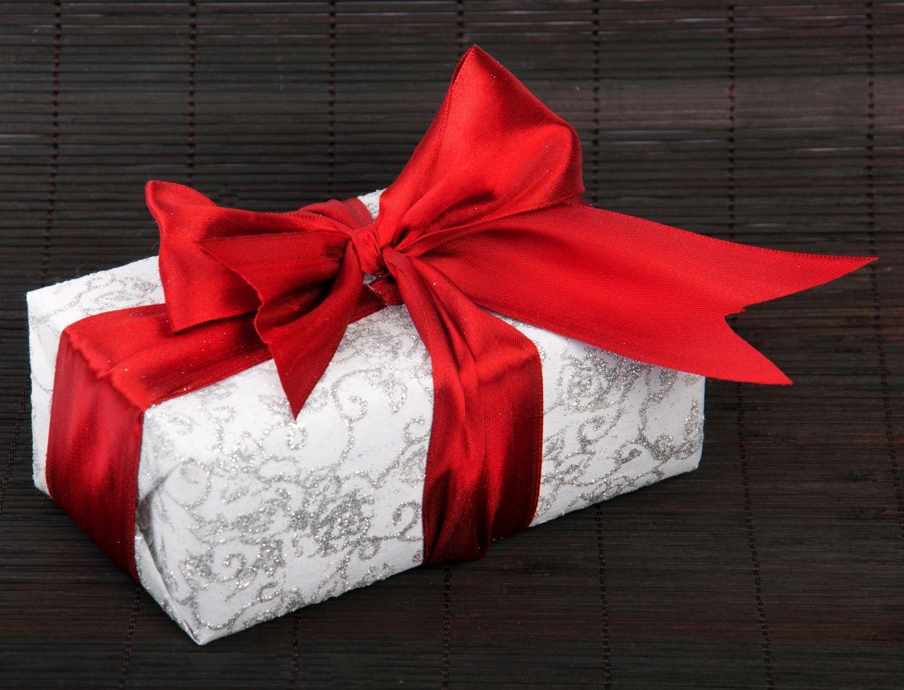 lifestyle-prezent-pakowanie-prezentow-1