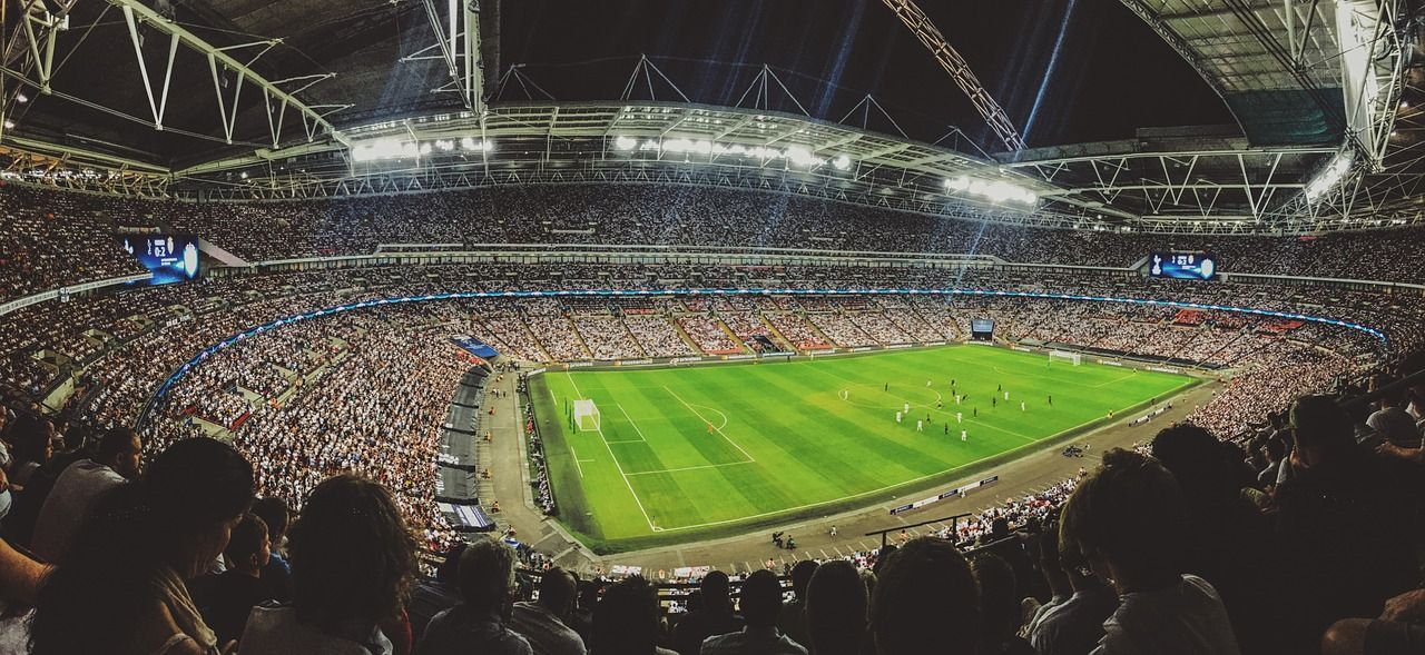 sport-stadion-boisko-mecz-kibice-trybuny